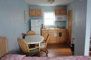 A kitchen or kitchenette at Chateau Bleu Motel