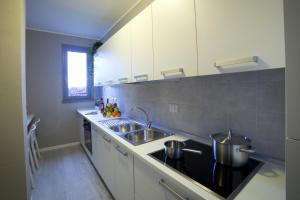 Cucina o angolo cottura di Dreams Hotel Residenza Pianell 10
