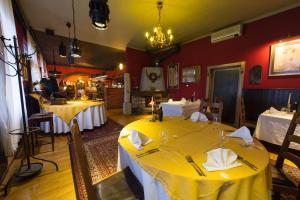 Restavracija oz. druge možnosti za prehrano v nastanitvi Hotel Sporn