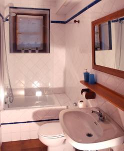 A bathroom at Albergue Abarun Aterpea