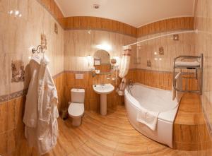 A bathroom at Anturage Hotel