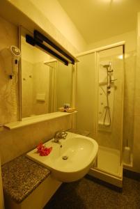 A bathroom at Hotel Spiaggia
