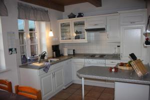 Küche/Küchenzeile in der Unterkunft Ferienhaus Addebüll