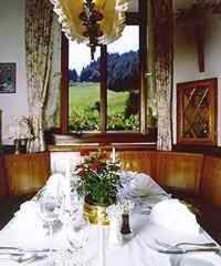 Ein Restaurant oder anderes Speiselokal in der Unterkunft Hotel Restaurant Ochsenwirtshof