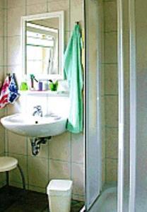 Ein Badezimmer in der Unterkunft Pension Fröhlich