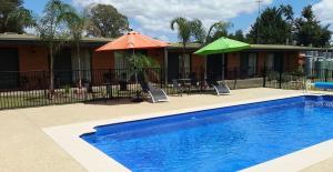 The swimming pool at or near Alexandra Motor Inn - Victoria Aus