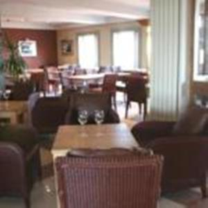 A restaurant or other place to eat at Hotel Cymyran