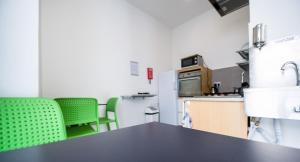 A kitchen or kitchenette at Hostel 94