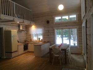 A kitchen or kitchenette at Meretuule Holiday Home