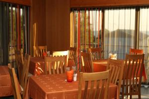 A restaurant or other place to eat at Dirhami Guesthouse