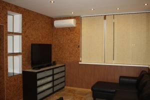 Телевизор и/или развлекательный центр в Апартаменты «Войкова 23»