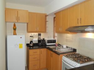 A kitchen or kitchenette at Departamento Quito Histórico