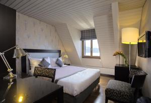 Ein Bett oder Betten in einem Zimmer der Unterkunft Hotel LakeView Le Rivage