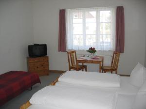 Ein Bett oder Betten in einem Zimmer der Unterkunft Fliegerhorst
