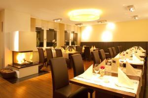 A restaurant or other place to eat at Weingut Hees - Landgasthof Zum Jäger aus Kurpfalz