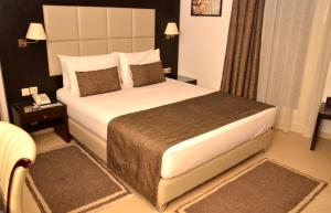 Ένα ή περισσότερα κρεβάτια σε δωμάτιο στο Malak Hotel