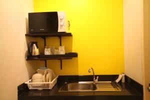 A kitchen or kitchenette at Lemonade Boutique Inn