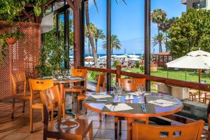 A restaurant or other place to eat at Sol Tenerife
