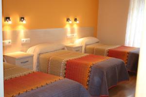 Cama o camas de una habitación en Hostal Hispanico I