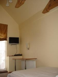 A television and/or entertainment center at Hotel Kandava
