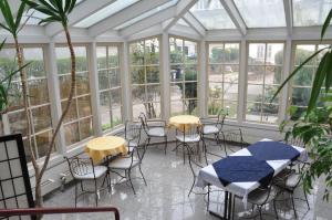 Ein Restaurant oder anderes Speiselokal in der Unterkunft Hotel Hornung