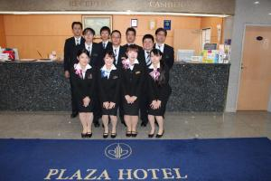 Staf di Kagoshima Plaza Hotel Tenmonkan