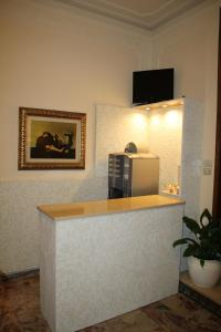 A television and/or entertainment center at Albergo Il Giglio