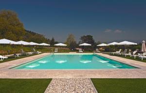 Der Swimmingpool an oder in der Nähe von Hotel Villa Cheli