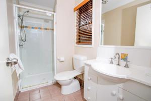 A bathroom at Reflections Holiday Parks Terrace Reserve