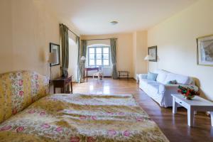 Ein Sitzbereich in der Unterkunft Hotel Schloss & Gut Ulrichshusen