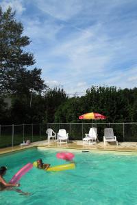 The swimming pool at or near Camping de la Bonnette