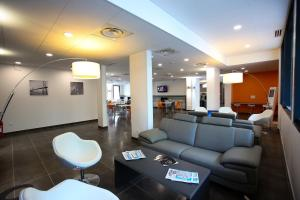 The lobby or reception area at All Suites Appart Hôtel Aéroport Paris Orly – Rungis
