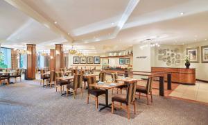 タージ パモジ ルサカにあるレストランまたは飲食店