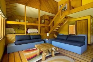 A bunk bed or bunk beds in a room at Cabaña Yelcho en la Patagonia