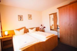 Ein Bett oder Betten in einem Zimmer der Unterkunft Gasthof An der Söring