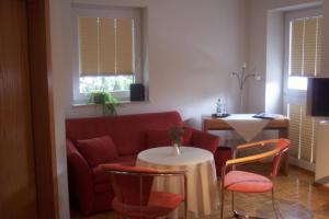 A seating area at Hotel Garni Zur Bergstrasse