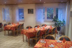 A restaurant or other place to eat at Hotel Garni Zur Bergstrasse