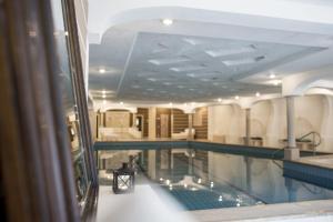 Het zwembad bij of vlak bij Rosa Alpina Hotel & Spa