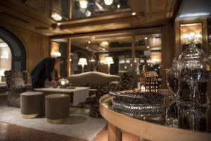 De lounge of bar bij Rosa Alpina Hotel & Spa