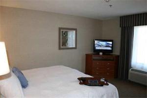 A bed or beds in a room at Hampton Inn Santa Rosa