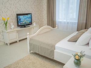 A bed or beds in a room at Luxury Apartments with Jacuzzi