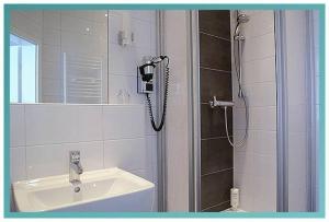 Ein Badezimmer in der Unterkunft Gästehaus Küste