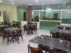 A restaurant or other place to eat at Lord Hotel Camburi