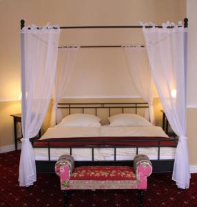 Ein Bett oder Betten in einem Zimmer der Unterkunft Gutshof Sagritz
