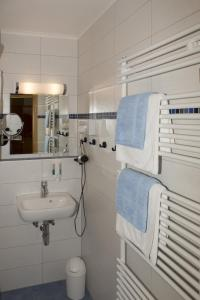 A bathroom at Bett & Kök bi Petersen