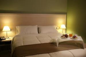 A bed or beds in a room at Hotel Tiziano