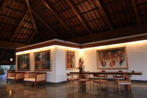 A restaurant or other place to eat at Ubud Wana Resort