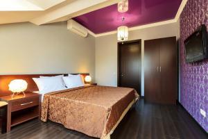 Кровать или кровати в номере Гостевой Дом Даллас