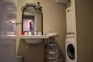 A bathroom at Dols Apartment