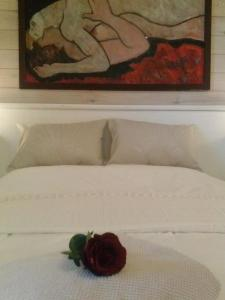 A bed or beds in a room at B&B The Aum-House